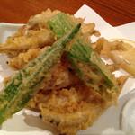 漁師居酒屋つねちゃん - 鹿児島産きびなご天ぷら。 刺身も美味しいけど、天ぷらもいいなぁ。 カリッとふわっとほどける食感♪