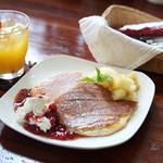 cafe Natura - こだわりの小麦粉やメイプルシロップを特別に取り寄せたふわふわもちもちの食感をおためし下さい。