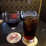 ビッグエコー - ドリンク写真:赤ワイングラス:580円+アイスティー:390円