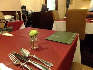 ベラミロンガ - 店内 テーブル席豪華