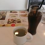 キンカウーカ・グリル&オイスターバー - ランチのスープとコーヒー