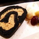 田頭茶舗 - 竹炭ほうじ茶ロールケーキ(500円)