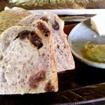 陶仙房 須栗平 - 果物系天然酵母使用?にバターとルバーブジャム