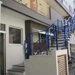 20556300 - 青い階段が目印です
