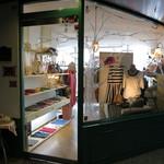 RIZZA & RIZZA CAFE - お店の外観(このドアから入ってブティックの左奥がカフェ)