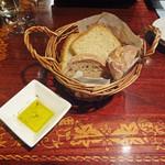 ALMA - パンも美味!!