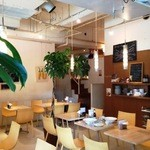 イエローカンパニー - 天井が高くて心地良い♪カフェのような店内