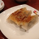 桂園 - 2013/08 お疲れさまセット980円(税込 1,029円)の焼きギョウザ3個