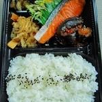 おかずや - 料理写真:おまかせ弁当¥530