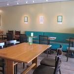 アニバーサリー&デイズカフェ - なかなか広い店内
