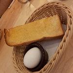 大久保珈琲 - モーニング。厚めのトーストにマーガリンがぬられています。