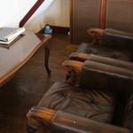 阿蘇カフェ SOSUI     - 落ち着くソファなど店内に4テーブルほど。