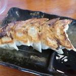 だるま家 - 2013.08 餃子は5個(290円)、、お味は軽かった。