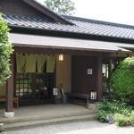 六花亭  - 雰囲気のある和風一軒家風。