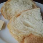 淡路のビストロ manki - パンにはバター。