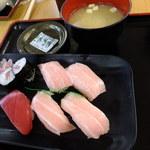 街のみなと食堂 - 本まぐろ寿司盛り合わせ(トロ・中トロ各×各2貫):945円