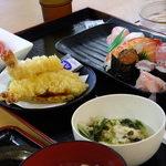 街のみなと食堂 - 特上にぎり御膳(天ぷら・味噌汁・スイカ付き):1554円