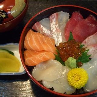 JR杉本町駅から徒歩2分、杉本町で海鮮和食・寿司なら『つり舟 いわし亭』!