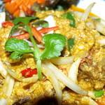 Faa Thai - 料理写真:ソフトシェルと卵のカレー風炒め