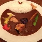 SPICE DINING biji  - 薬膳カレーのグリル野菜のせ950円