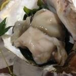 和み屋 - 牡蠣、でかっ!