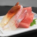 ミツワ - 料理写真:2013.8 刺身(500円)ホッキ、ヒラマサ、ブツ