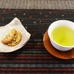 山の旅舎 中尾平 - 料理写真:ごまクッキーとお茶