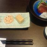 20605531 - 浅利ゼリー寄せ・レンコン・高野豆腐。刺身2種はカツオ・水だこの刺身