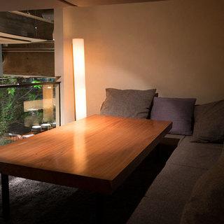 ローソファーローテーブルのロフトのプライベー空間