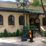 20609857 - 小笠原伯爵邸正面玄関の右手にあります。
