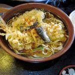 吉祥庵 - 天ぷらそば。エビ天1本に野菜天。