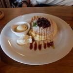 20611622 - ランチセットのパンケーキ、おぐらに黒蜜、生クリームとバニラアイス