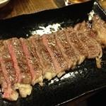 20612149 - 実は激ウマのステーキ!独自の仕入れルートで入手したステーキ肉を親父の技術で焼き上げた一品。絶品です!!