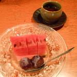とよ福 - お茶にデザートのフルーツ