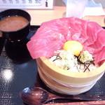 さかりば - <1日5食限定> マグロ丼 500円 ※大盛りです。(大盛りでも並盛りでも値段は変わりませんでした) (2013.08.13)