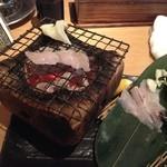 産地直送仲買人いぶし銀次郎 - 穴子の炭火焼。この食べさせ方は珍しい。個人的にはやはり甘めのタレでも食べたい。
