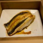 弁慶 - 穴子の蒸し寿司