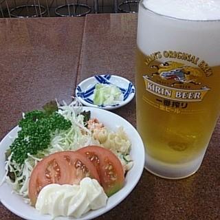 三ちゃん食堂 - 料理写真:マカロニサラダとビール