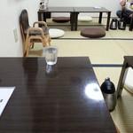 自家製麺 5102 - 小上テーブル席