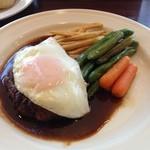 アマカラホール - 飛騨牛のハンバーグステーキ 混じりっ気なしなので甘くてふわり
