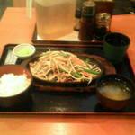 市川食堂 - 肉ニラ定食¥500