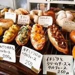 ホッペパン - この辺のパンの並びが 好き♡