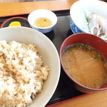 20630486 - 竹定食には、塩焼き・鮎飯・背ごし・鯉こく・漬け物がつきます。これで1500円