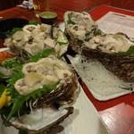 魚圓 - 巨大な岩がき(三重県)