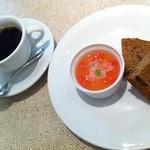 イタリア料理 カンパニュラ - チョコチップ入り珈琲パウンド&グレープフルーツゼリー、コーヒー