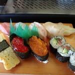 磯寿司 - ランチタイムの寿司セットの寿司アップ