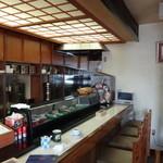 磯寿司 - カウンター席と食後のコーヒー