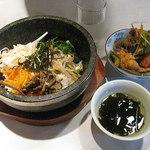 南大門 - 南大門のランチ890円メイン1品を選んで、日替わり惣菜とライス・スープが食べ放題 2013.8.14撮影