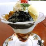 麻布茶房 - 黒ごまわらびもちパフェ