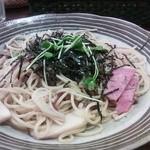 カフェ・ド・なも - きのこスパゲティ(サラダ付き)735円